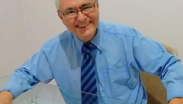 Professor Lança Coleção de Livros sobre Literatura Tocantinense