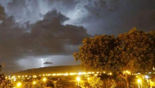 Tocantins já registra quase 700 mil raios este ano; veja orientações de segurança