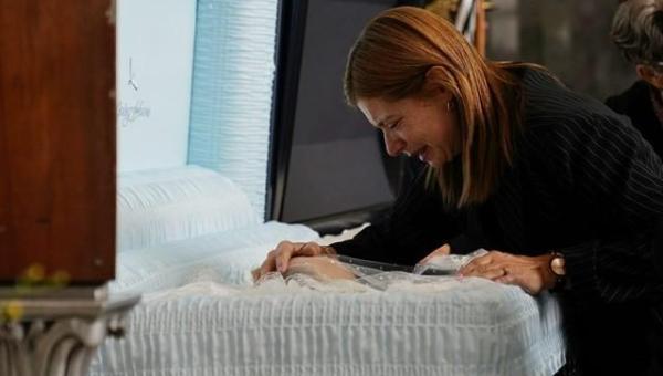 Viúva de Gugu Liberato diz que apresentador era 'a pessoa mais linda desse mundo, mais generosa'