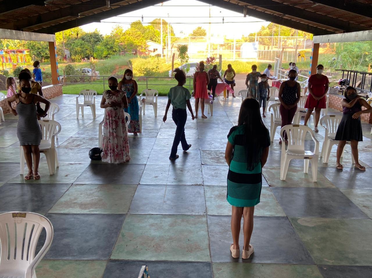 Secretaria Municipal de Assistência Social de Arapoema entrega kits às gestantes atendidas pelo Projeto Mamãe e Bebê no abrigo do Idoso