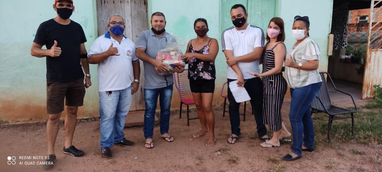 Grupo Independentes do PTB de Ananás entrega kits cestas básicas para moradores do município