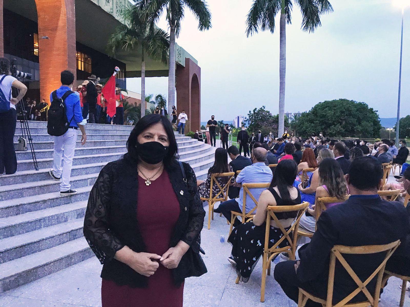 Na programação de aniversário do Tocantins, Valderez prestigia formatura de oficiais e inauguração da Galeria dos Governadores