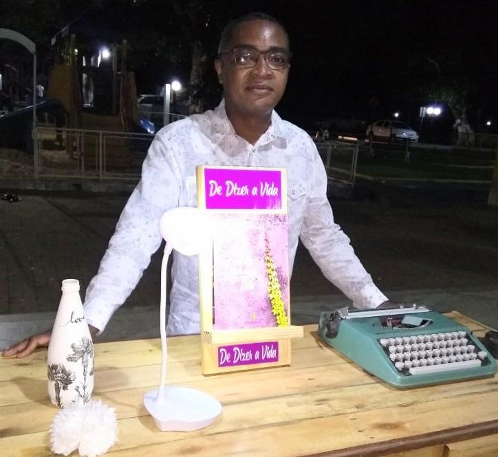 Escritor Leomar Alves lançou seu primeiro livro neste sábado em Araguaína
